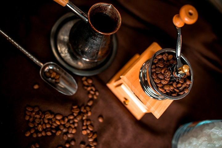 The 9 Best Manual Coffee Grinders